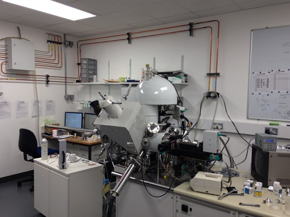 X-ray photoelectron spectrometer